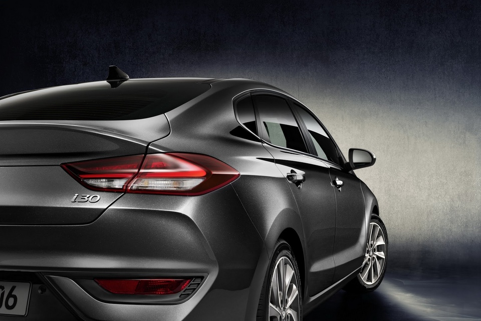 hyundai-i30-fastback-revealed-6.jpg