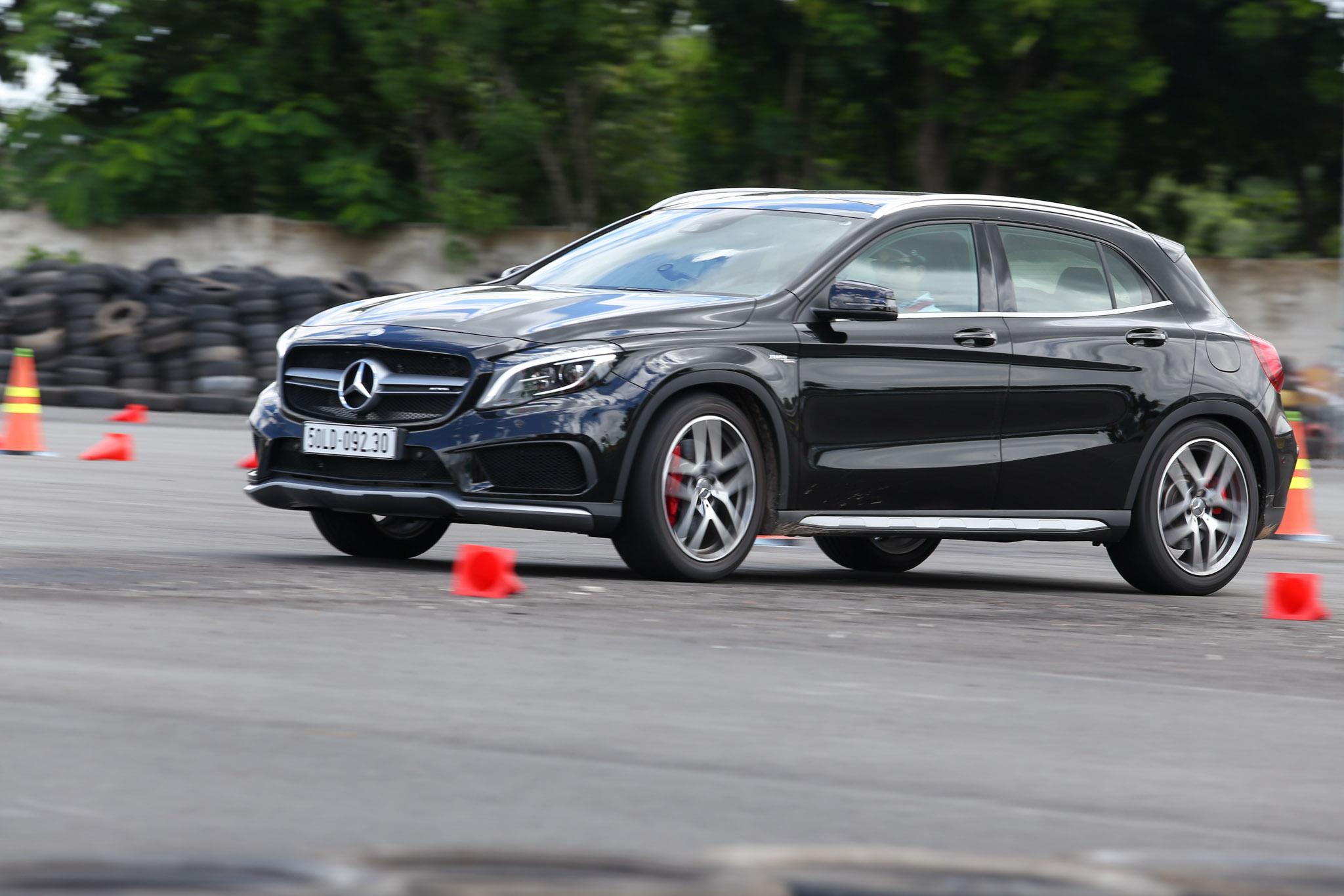 Xe.Tinhte.vn-Mercedes-AMG-GLA-45-4MATIC-9.jpg
