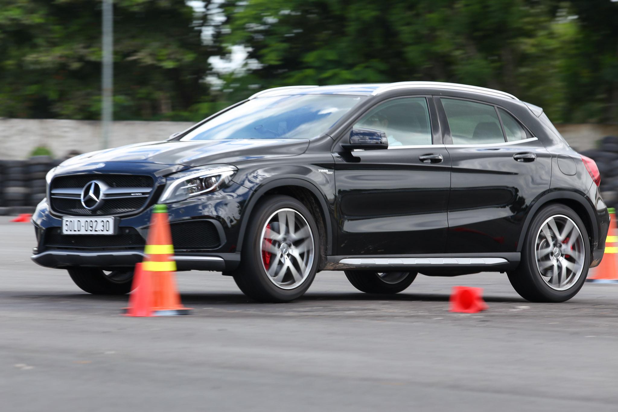 Xe.Tinhte.vn-Mercedes-AMG-GLA-45-4MATIC-10.jpg