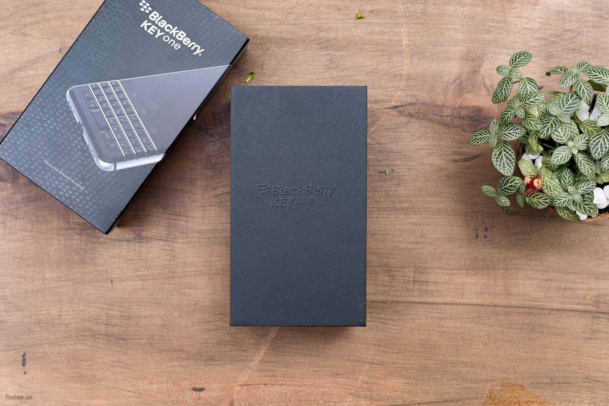 BlackBerry-KEYone-tinhte-5.jpg