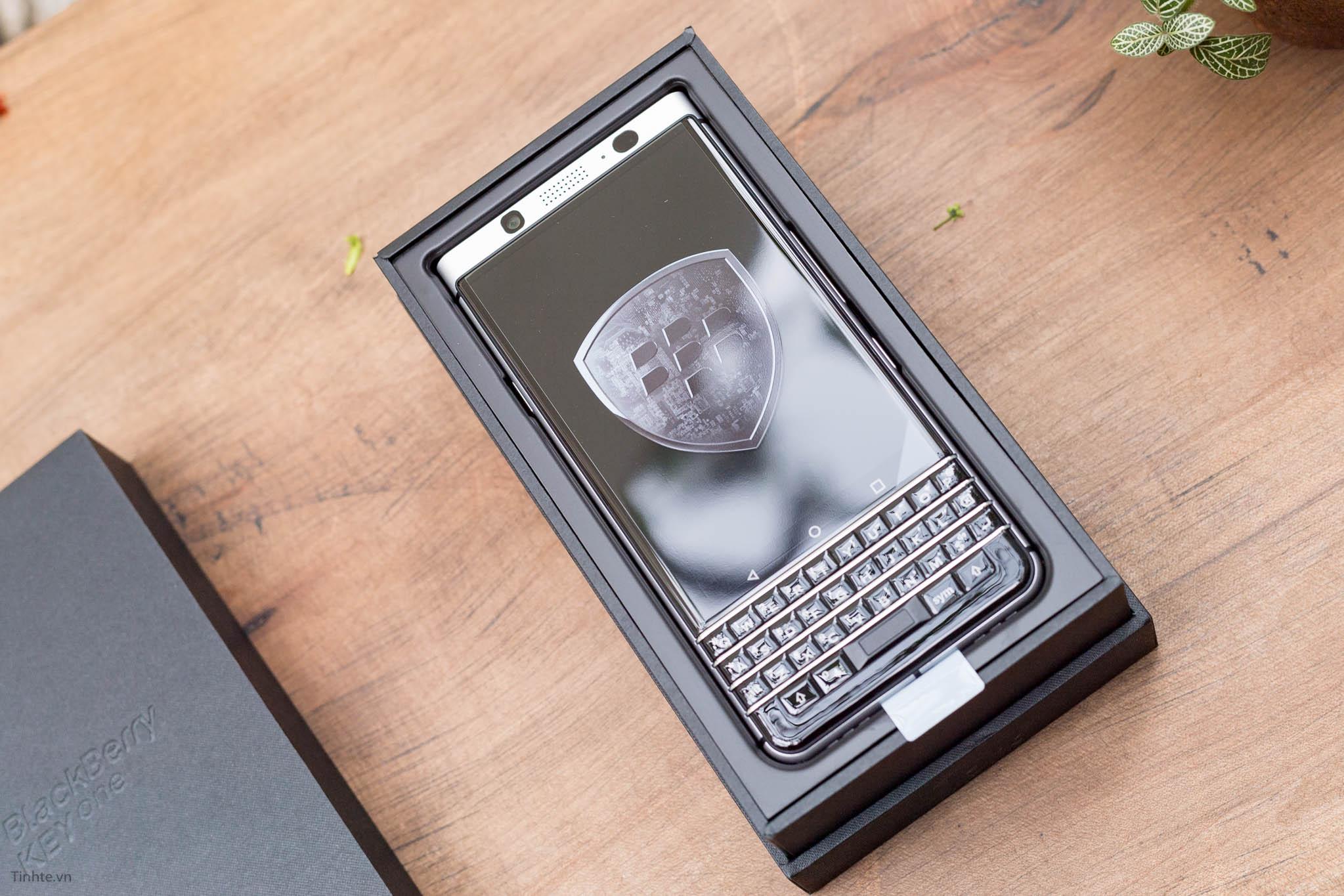 BlackBerry-KEYone-tinhte-7.jpg
