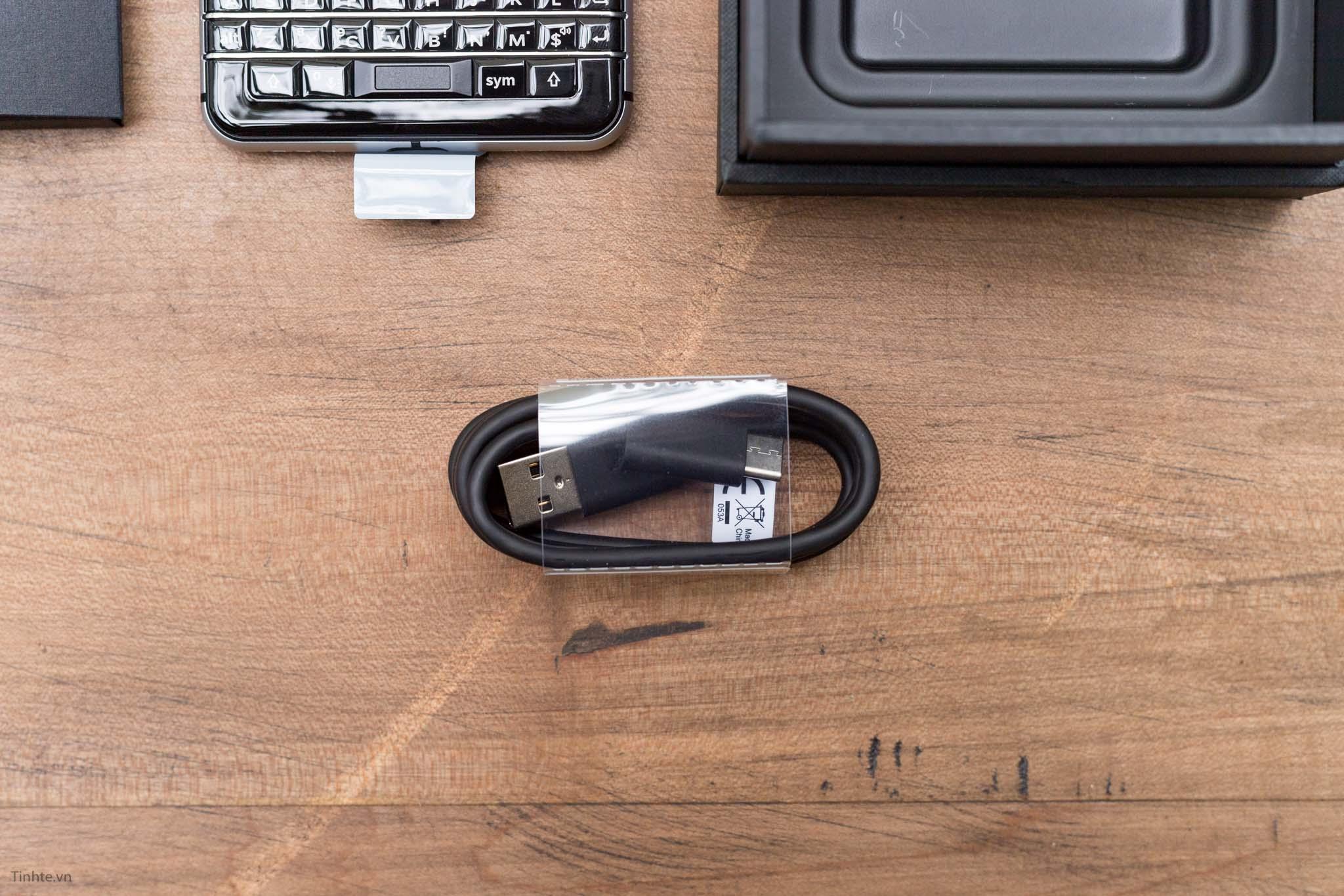 BlackBerry-KEYone-tinhte-13.jpg