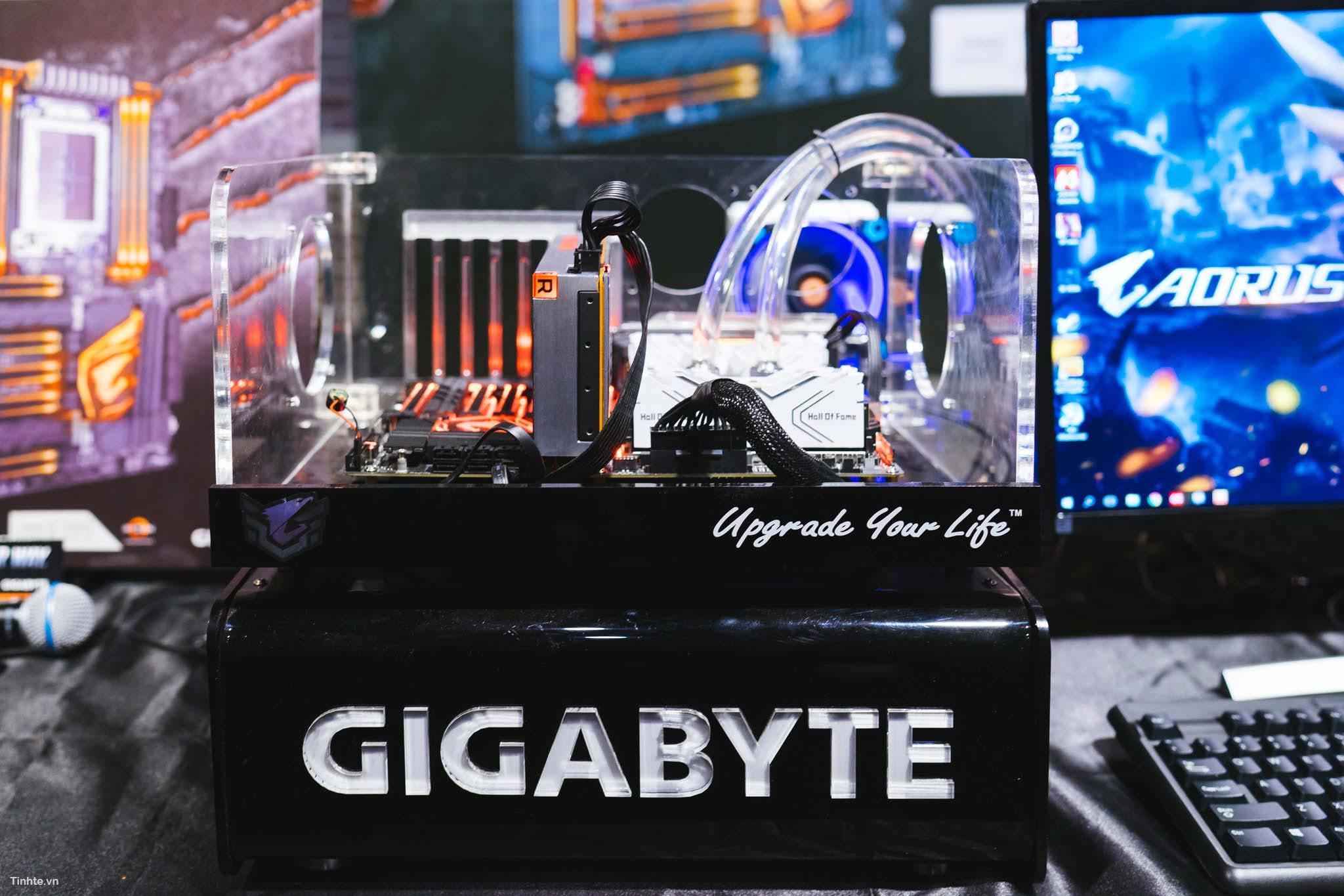 GIGABYTE_X399-3.jpg