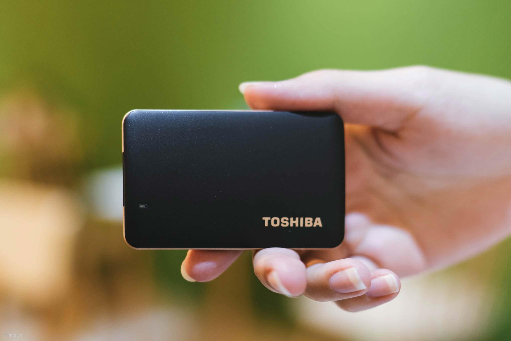 Toshiba_X10-1-2.jpg