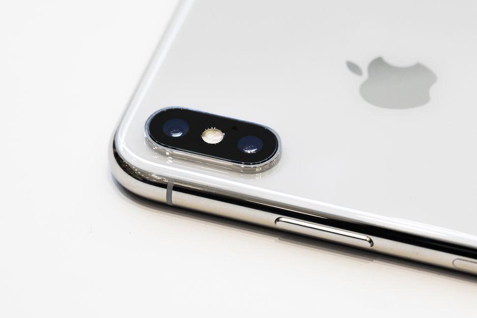 apple-091217-iphone-x-4125.jpg