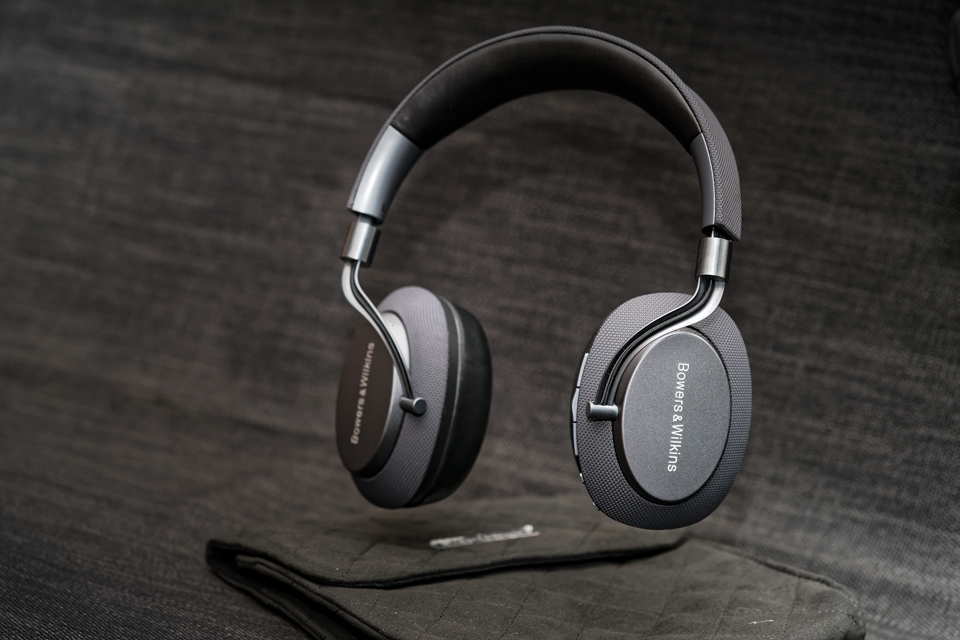 active-noise-cancelling-headphones-bowers-and-wilkins-px-monospace-3.jpg