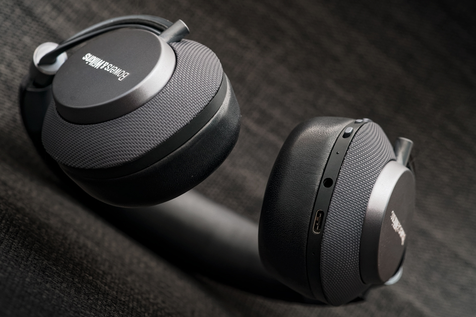 active-noise-cancelling-headphones-bowers-and-wilkins-px-monospace-7.jpg