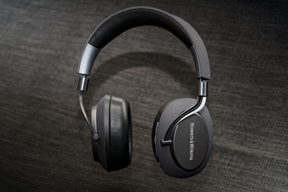 active-noise-cancelling-headphones-bowers-and-wilkins-px-monospace-4.jpg