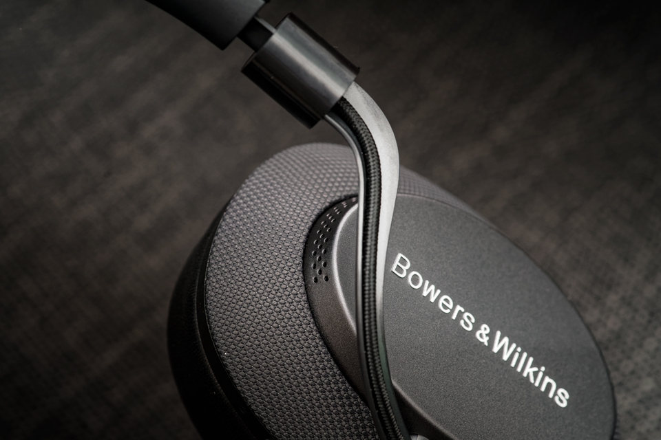 active-noise-cancelling-headphones-bowers-and-wilkins-px-monospace-9.jpg