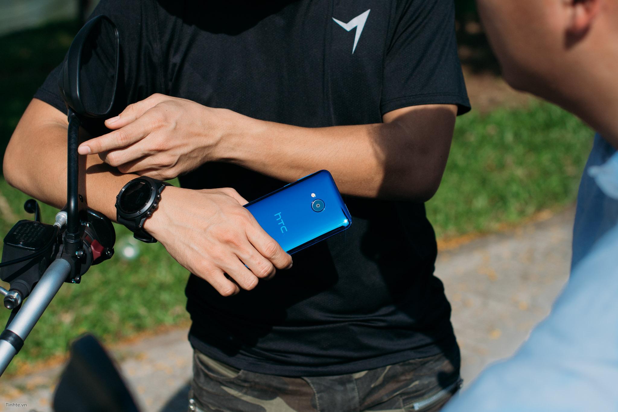 HTC_U_Play.jpg