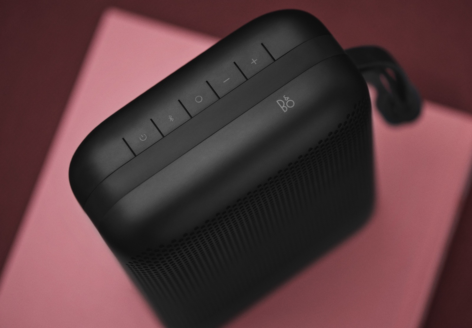 beoplay-p6-black-40780485244-o-1.jpg