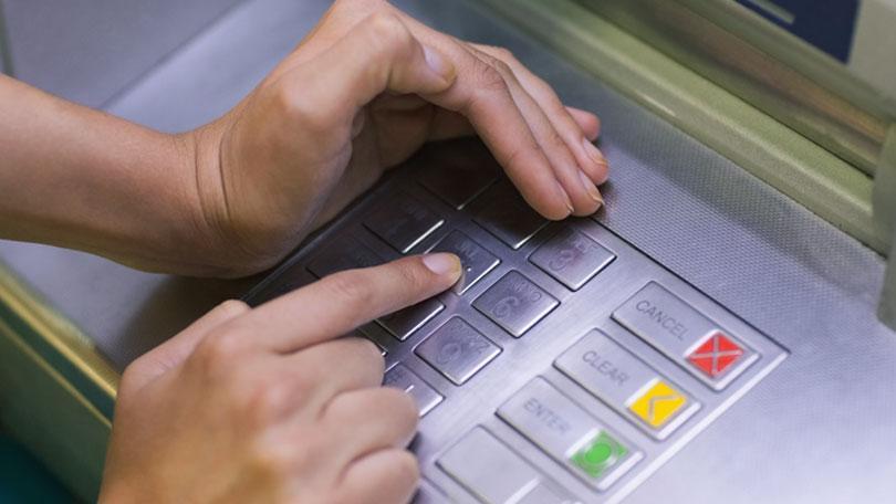 che_tay_nhap_the_ATM.jpg