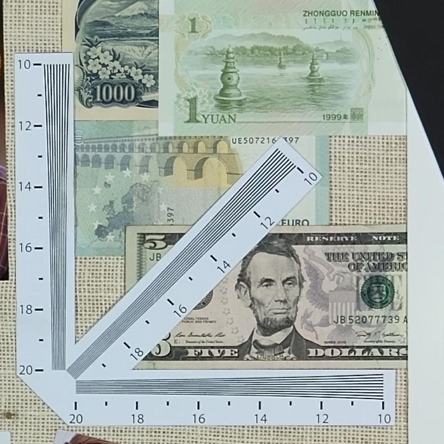 Rulers_1000Lux_SME_D65_HandHeld_MI8 copy.jpg