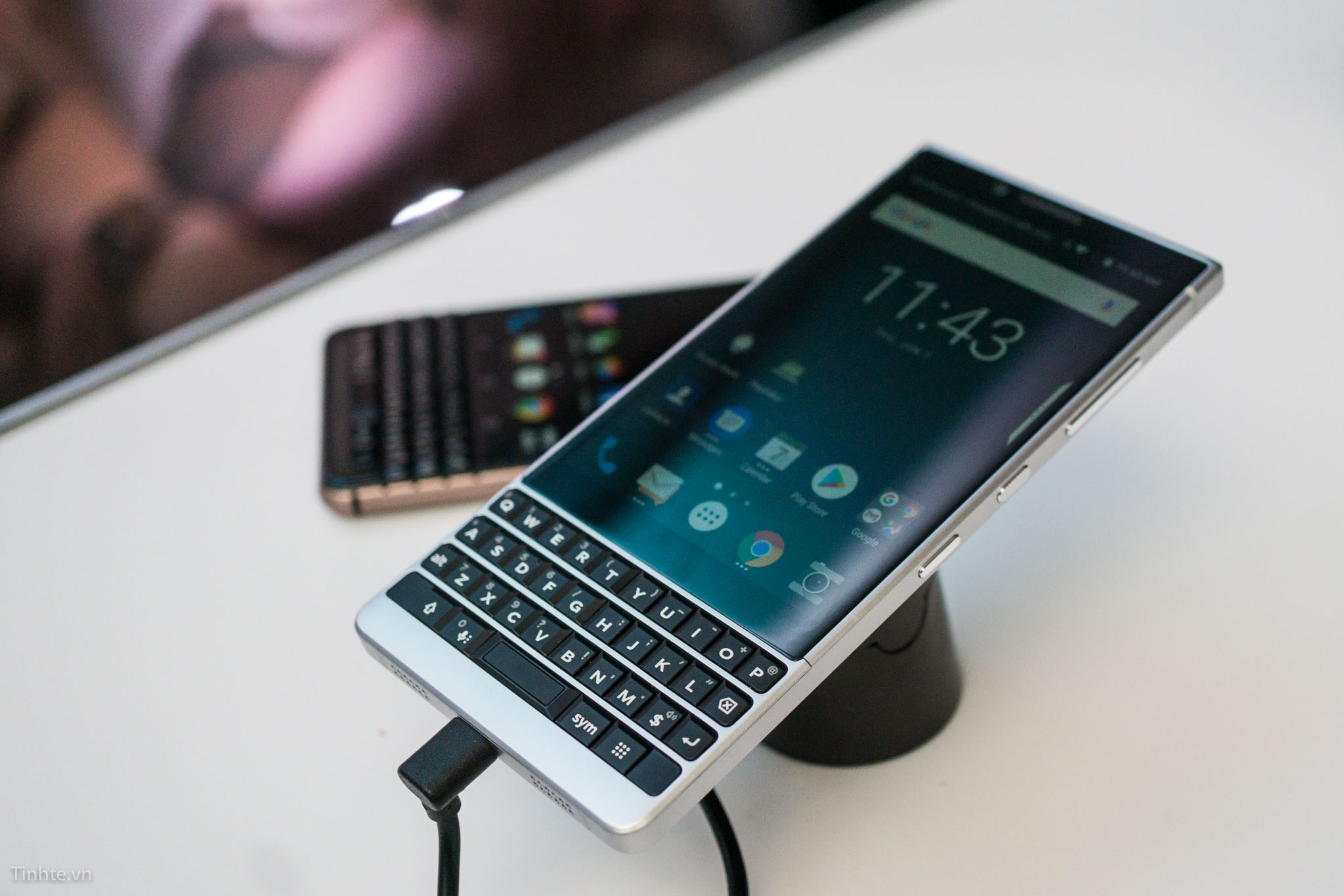tinhte_blackberry_key2-16.jpg