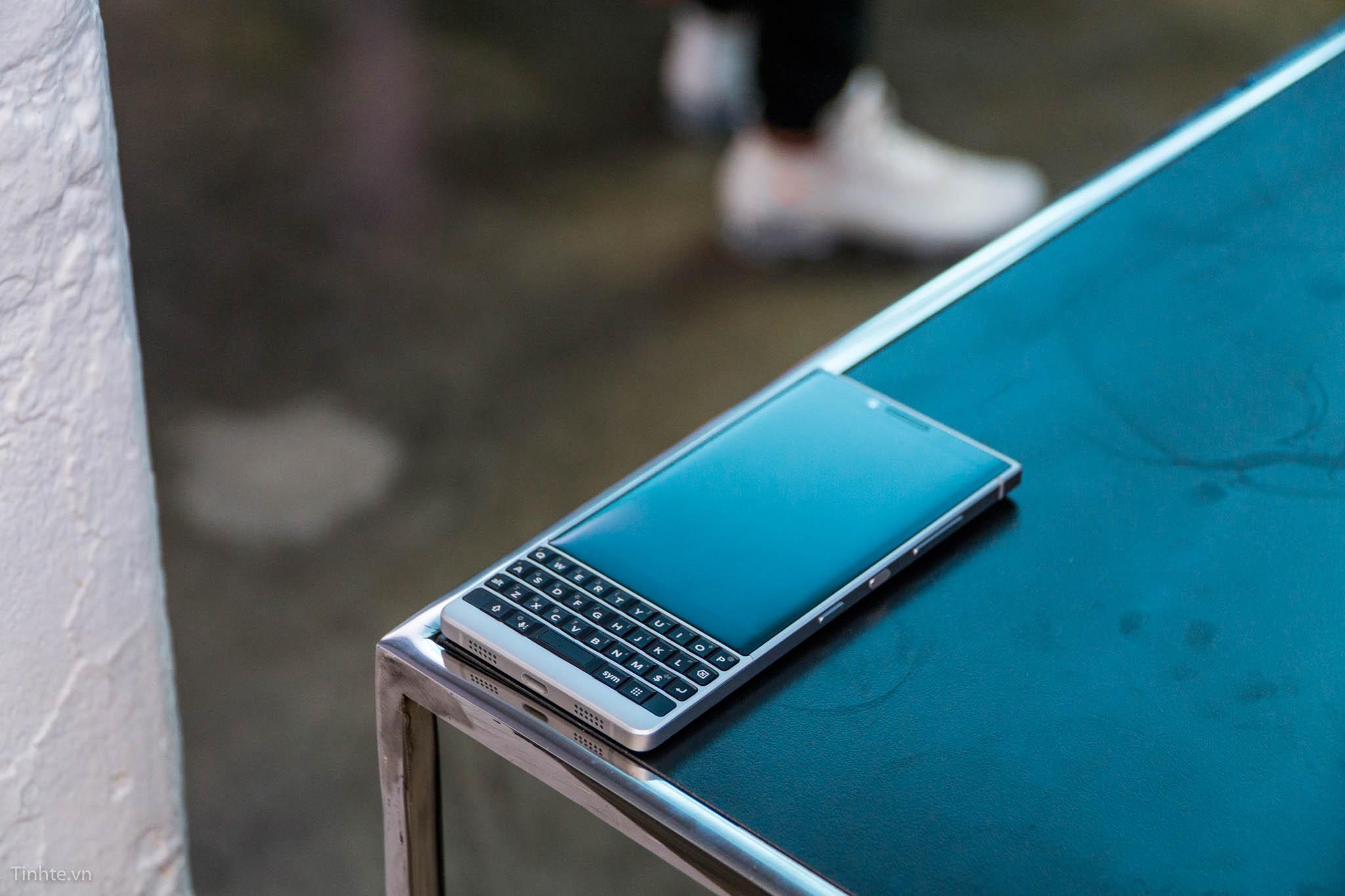 tinhte_blackberry_key2-37.jpg