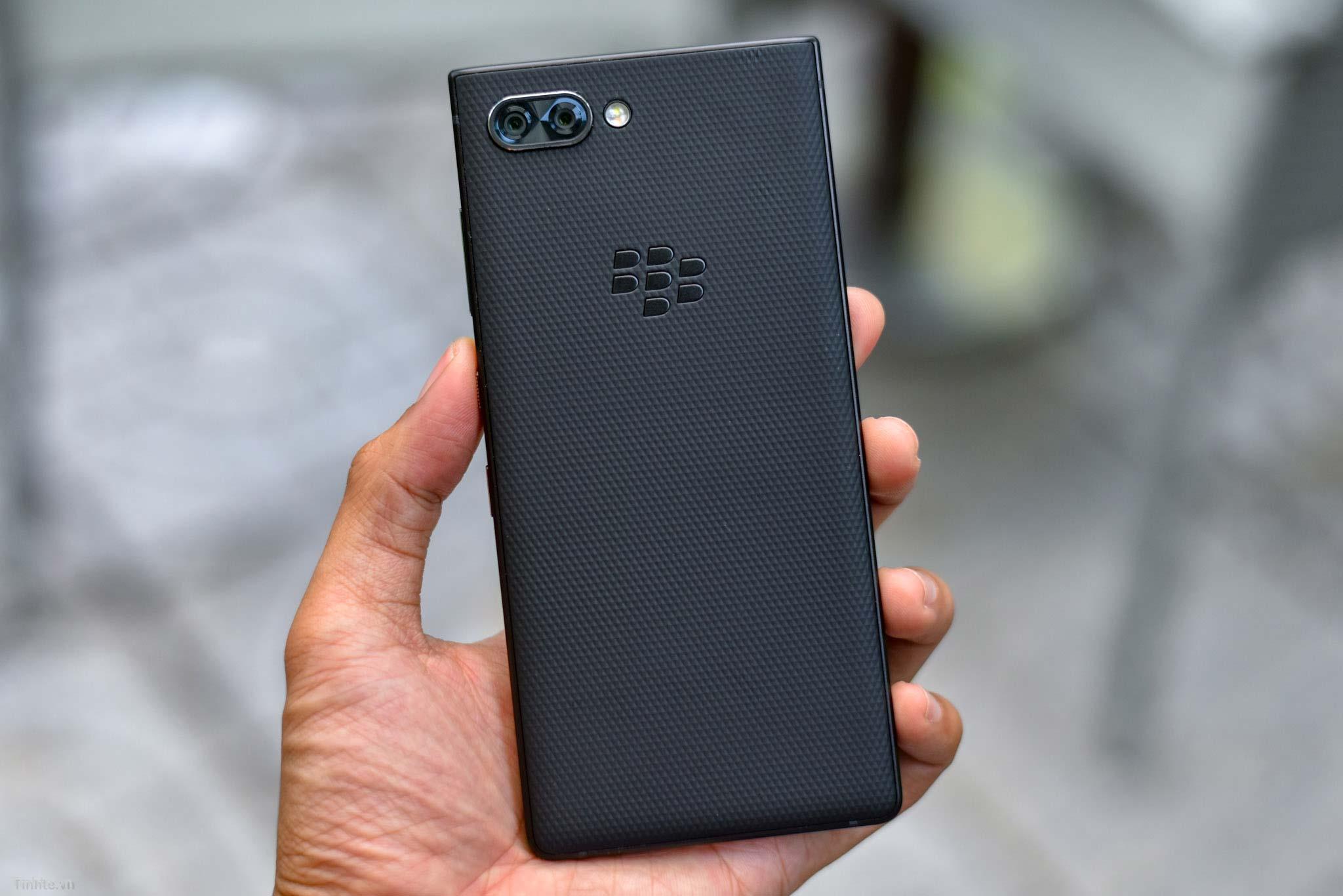 BlackBerry_KEY2_mo-hop_tinhte_4.jpg