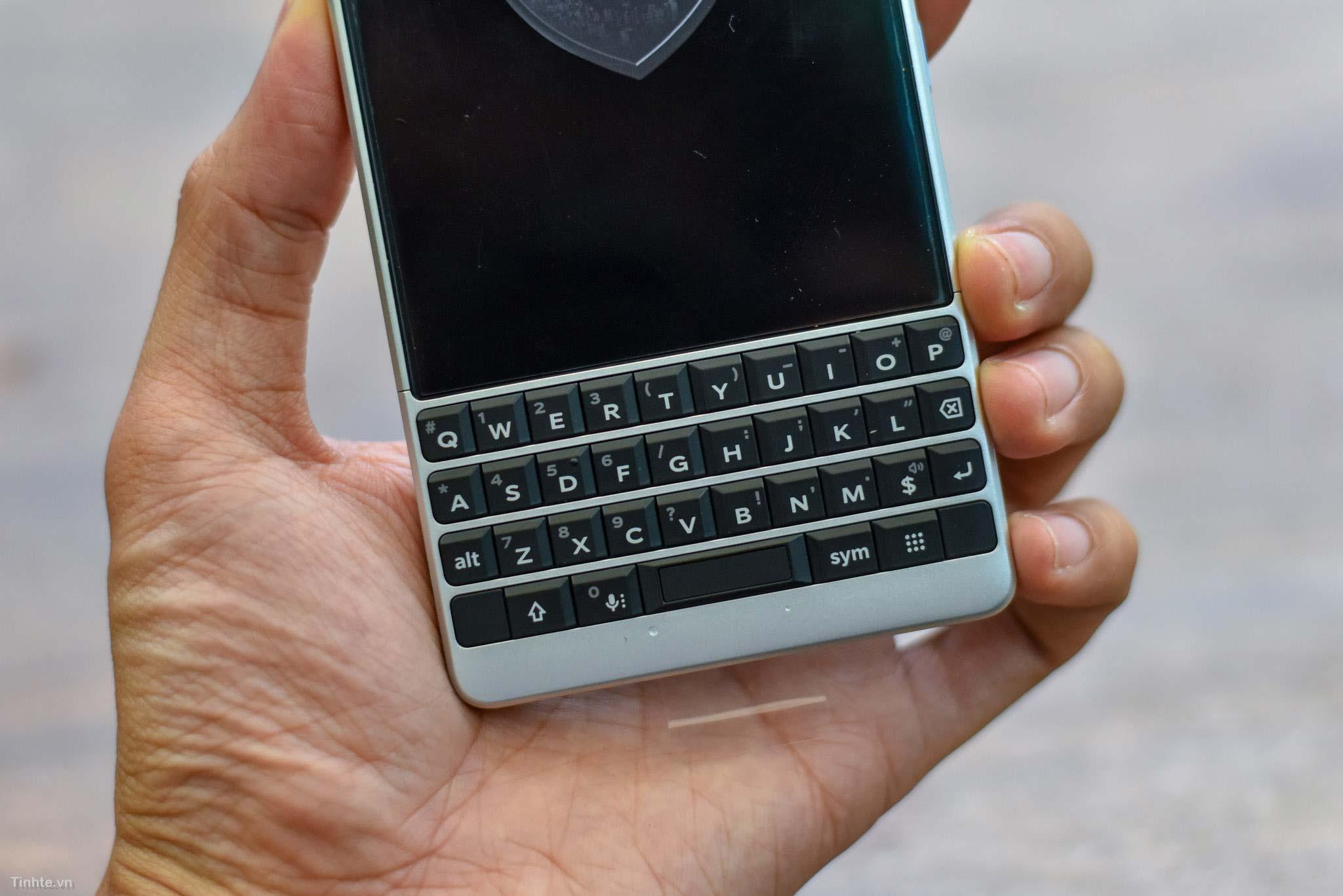 BlackBerry_KEY2_mo-hop_tinhte_7.jpg