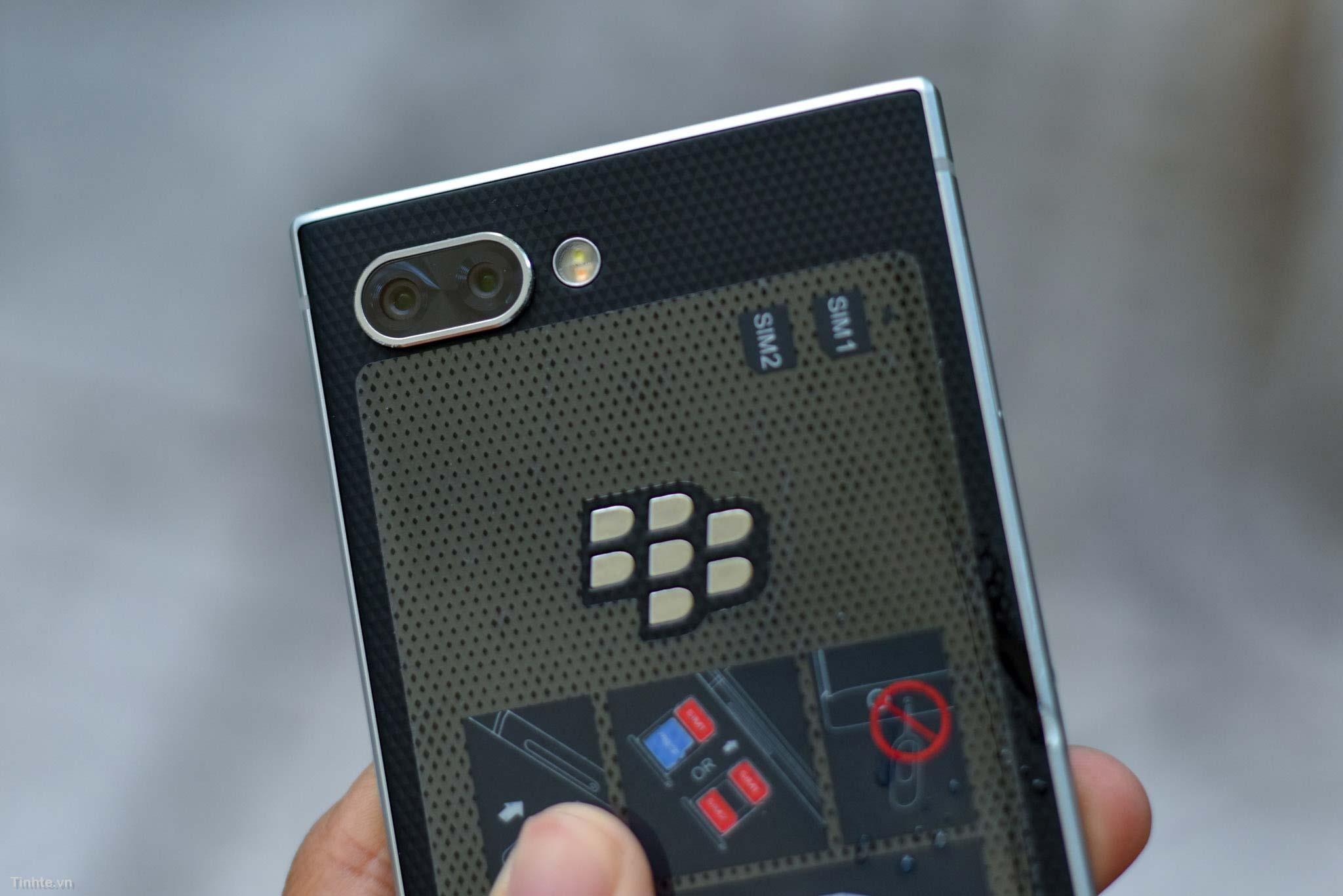 BlackBerry_KEY2_mo-hop_tinhte_8.jpg