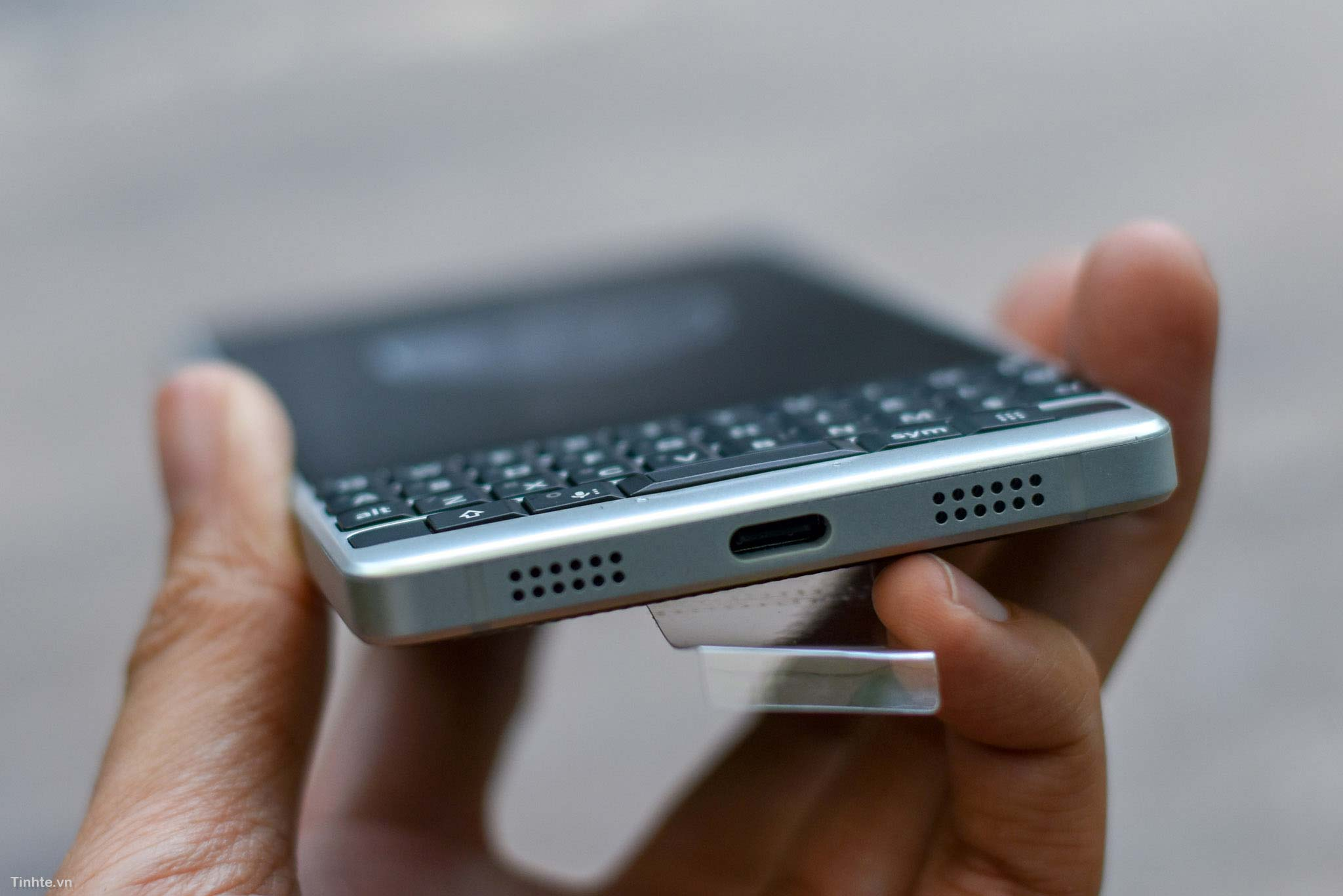 BlackBerry_KEY2_mo-hop_tinhte_13.jpg