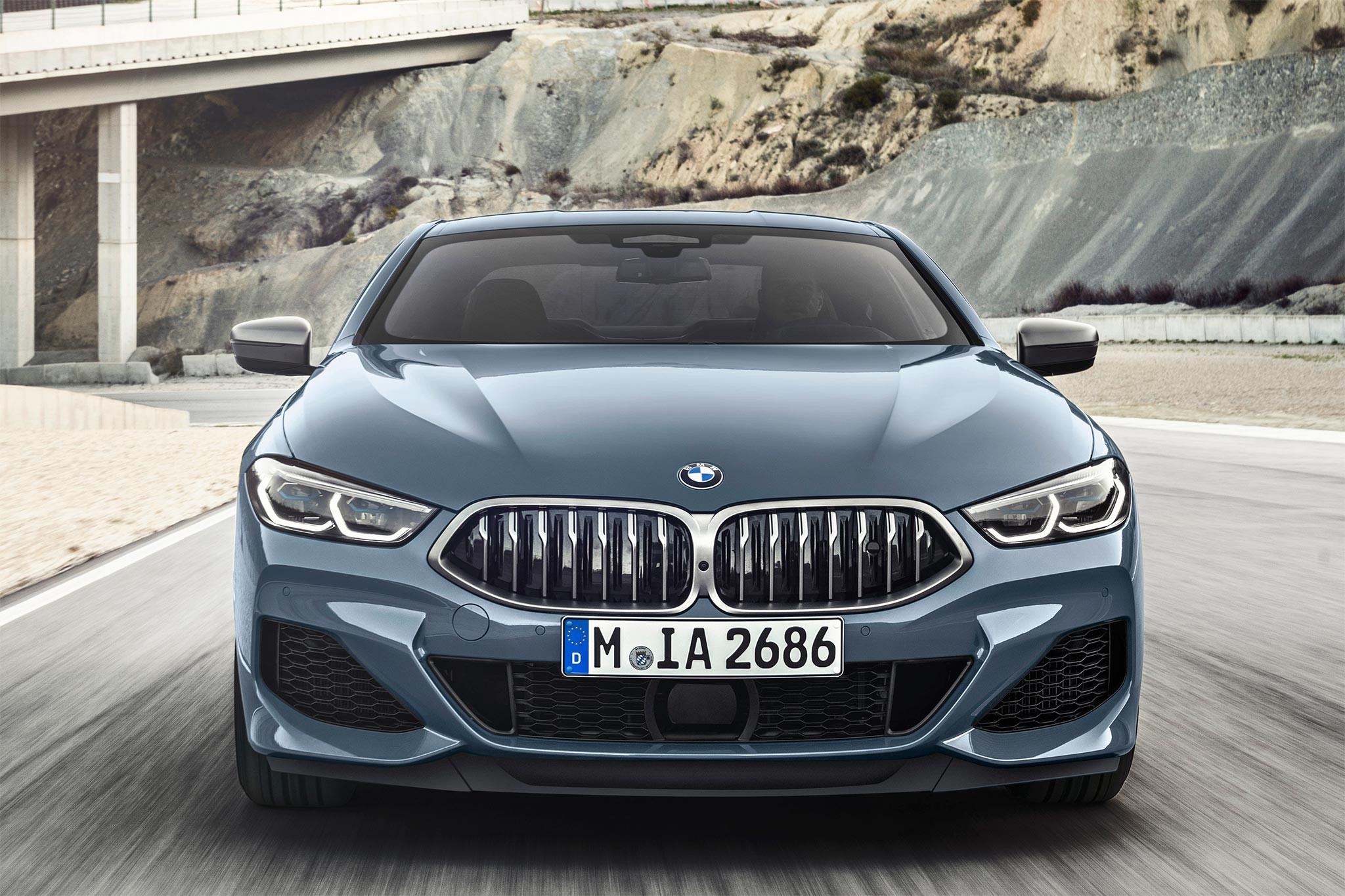 truoc_BMW_8-series.jpg