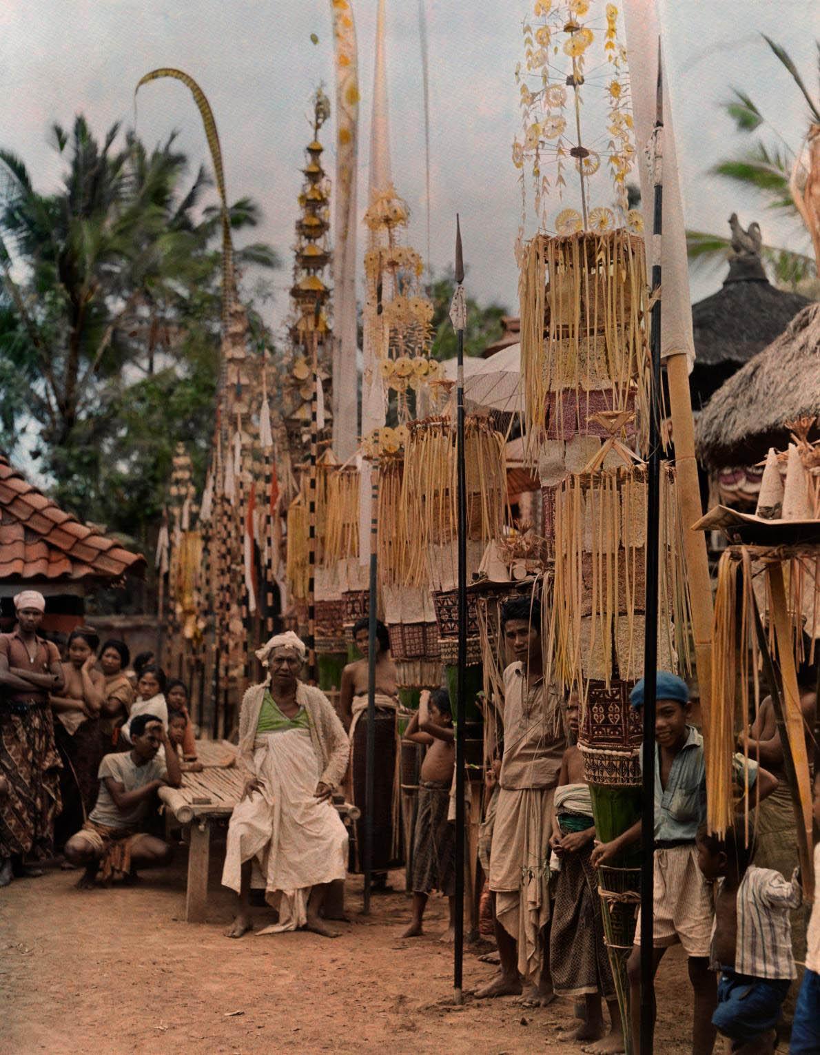 17-bali-locals-temple.adapt.1190.1.jpg