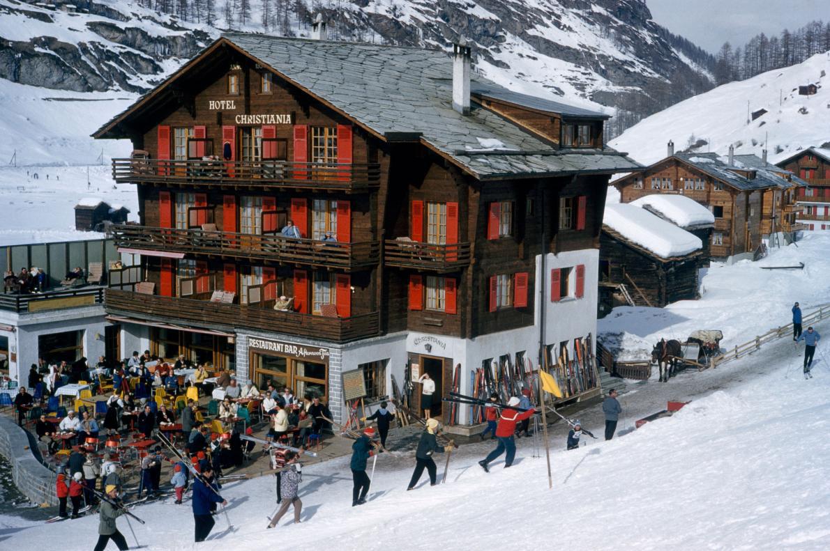 30-lodge-zermatt-switzerland-skiing.adapt.1190.1.jpg