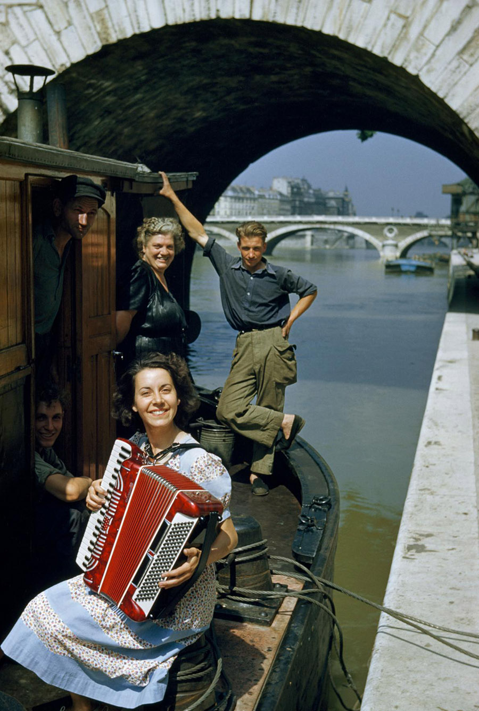 34-seine-river-boat-tour-music.adapt.1190.1.jpg