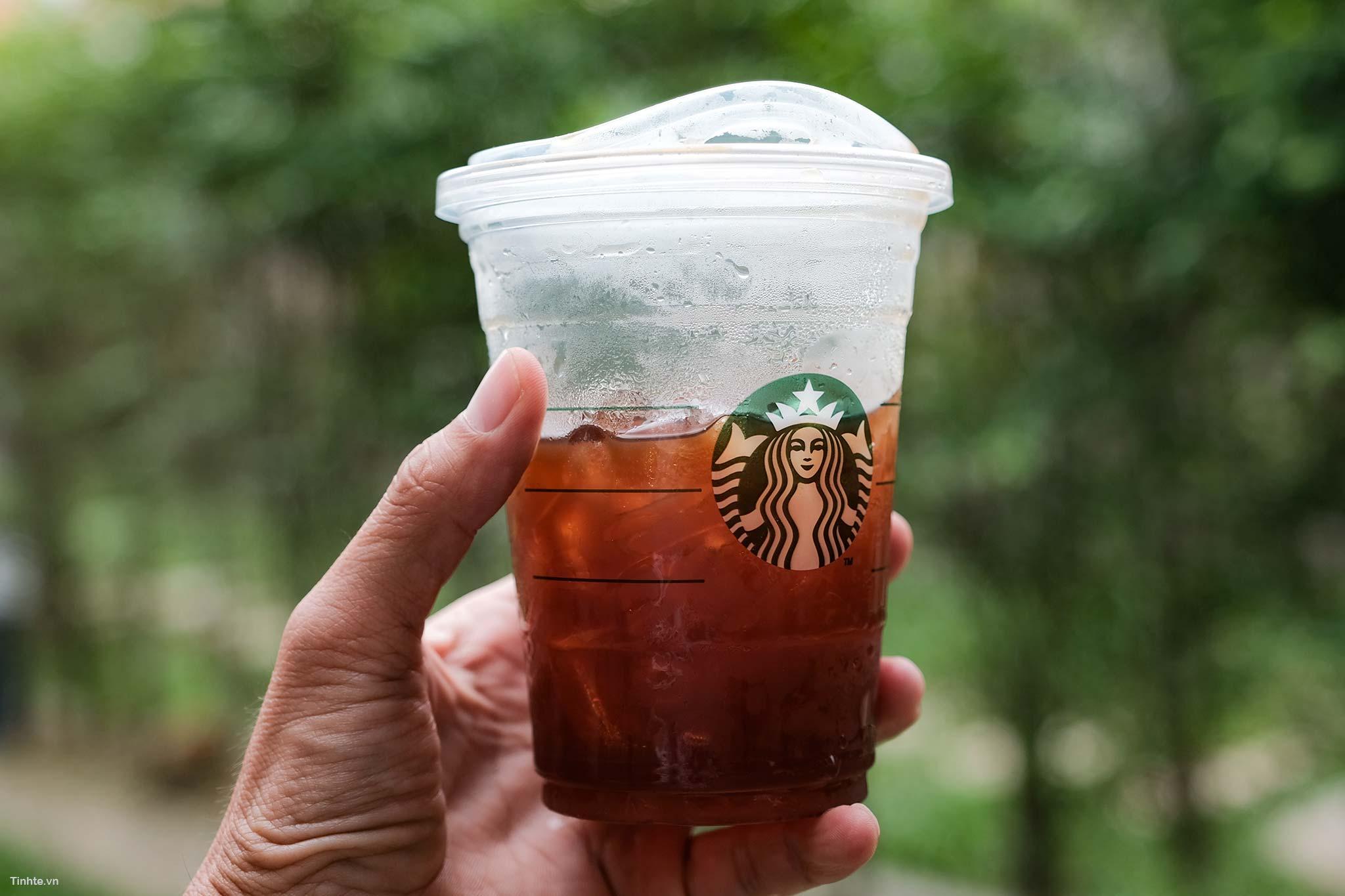 Ly_Starbucks_moi5.jpg