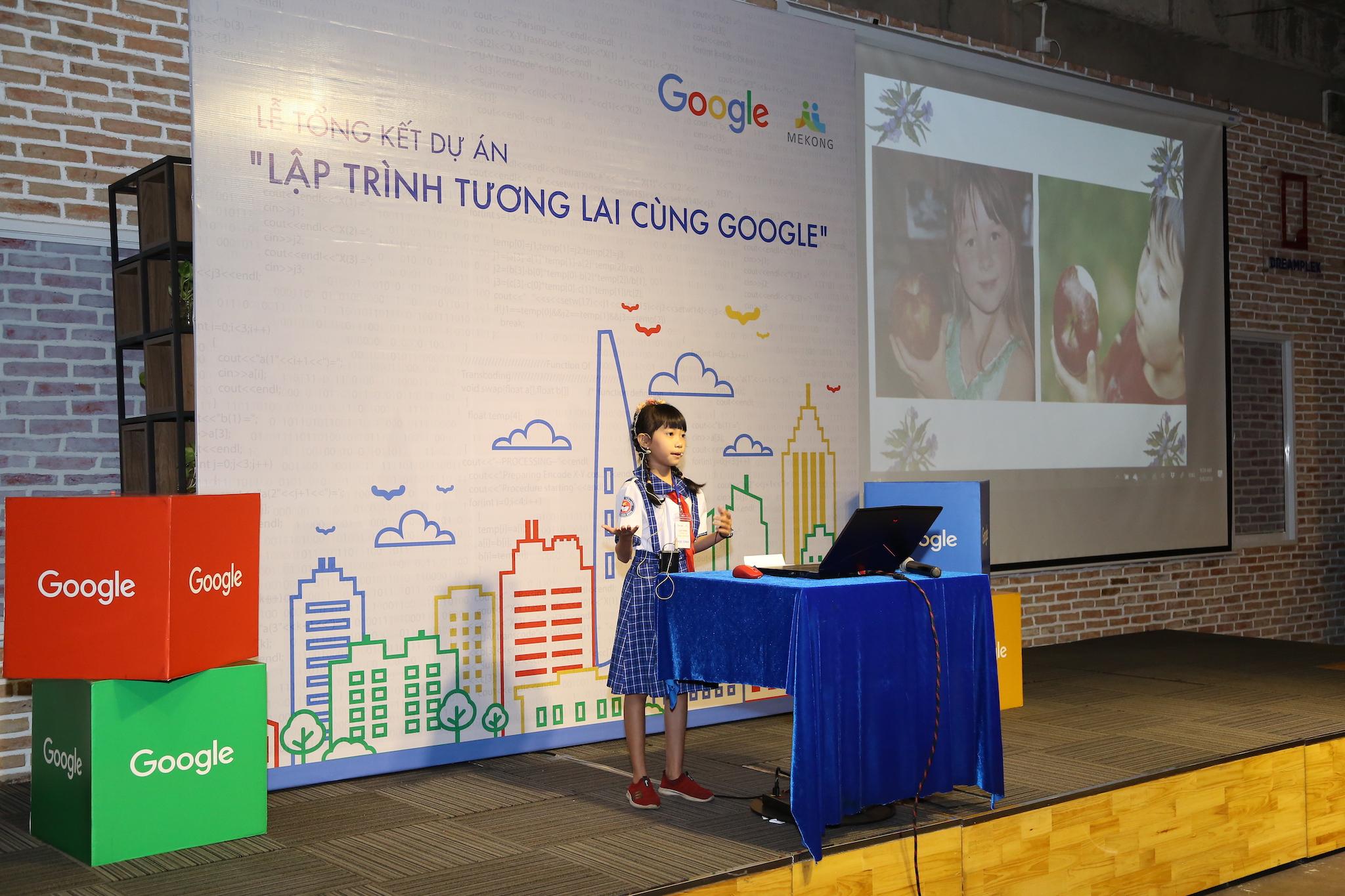 bé Trần Thụy Ngọc Minh trình bày sản phẩm lập trình Trò Học Làm Toán.JPG