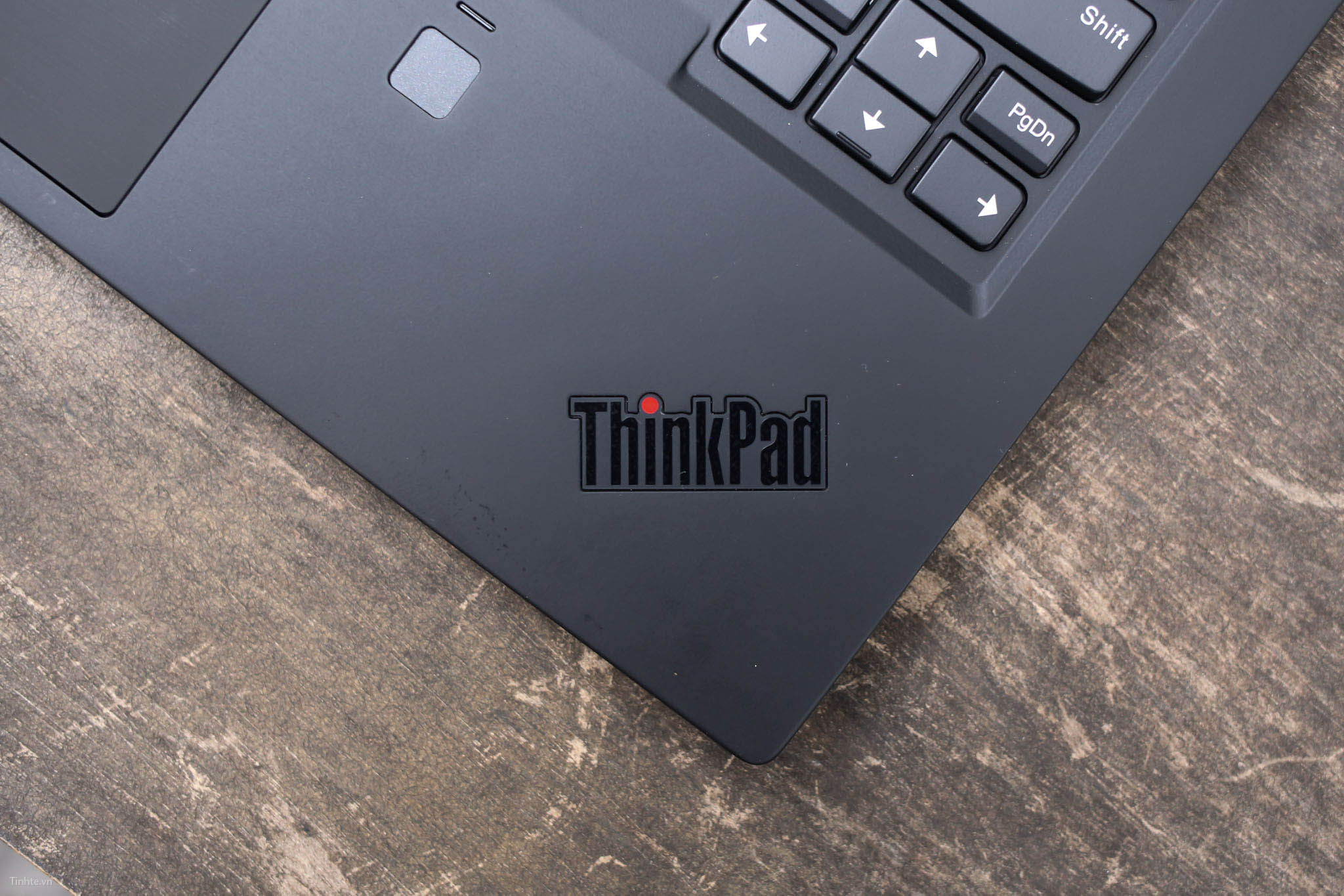 Tinhte.vn_ThinkPadX1CarbonGen6-8.jpg