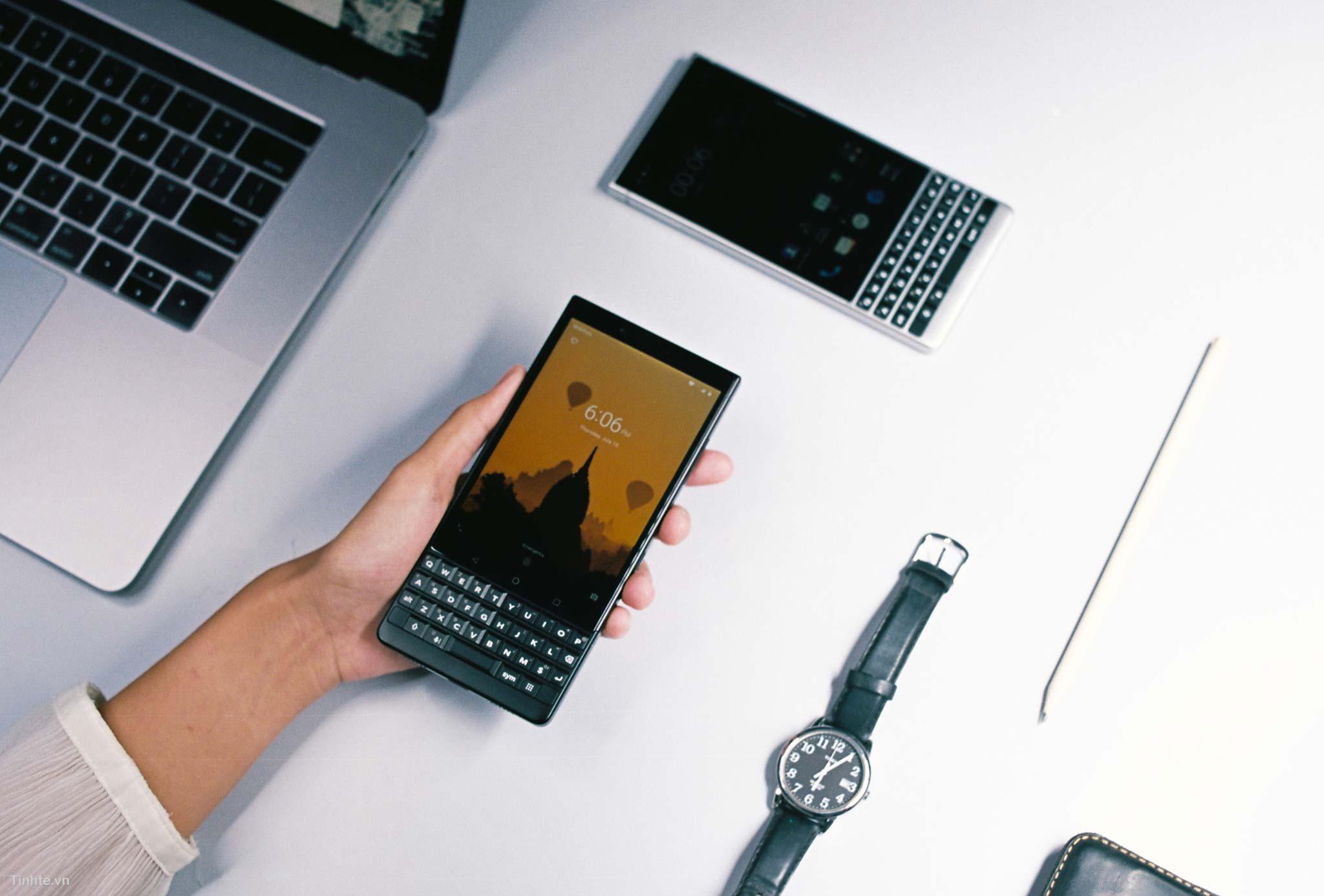 4360040_tinhte_tren_tay_blackberry_key2_22.jpg