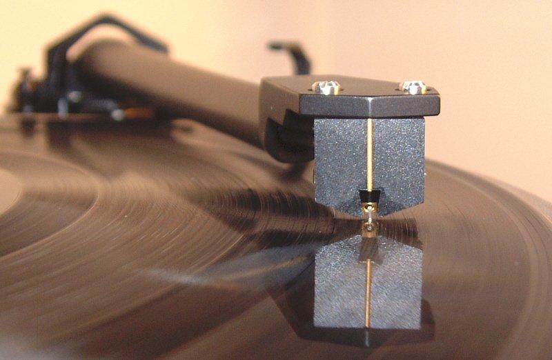 tinhte_vinyl_azimuth.jpg
