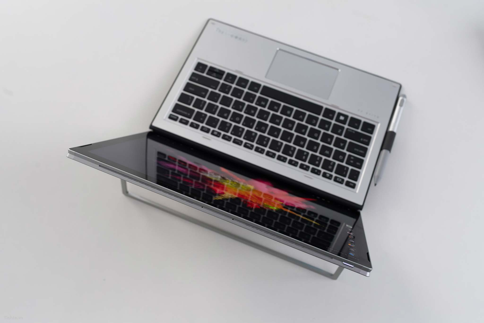 HP Elite x2 1030 G3_7.jpg