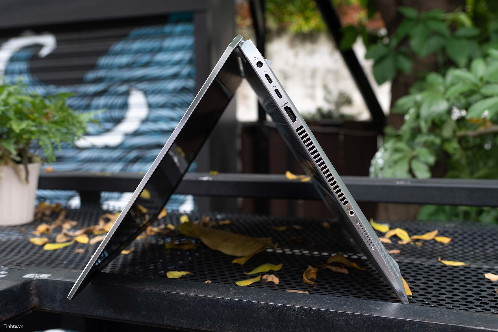 HP Elitebook 1050 G1 (17).jpg
