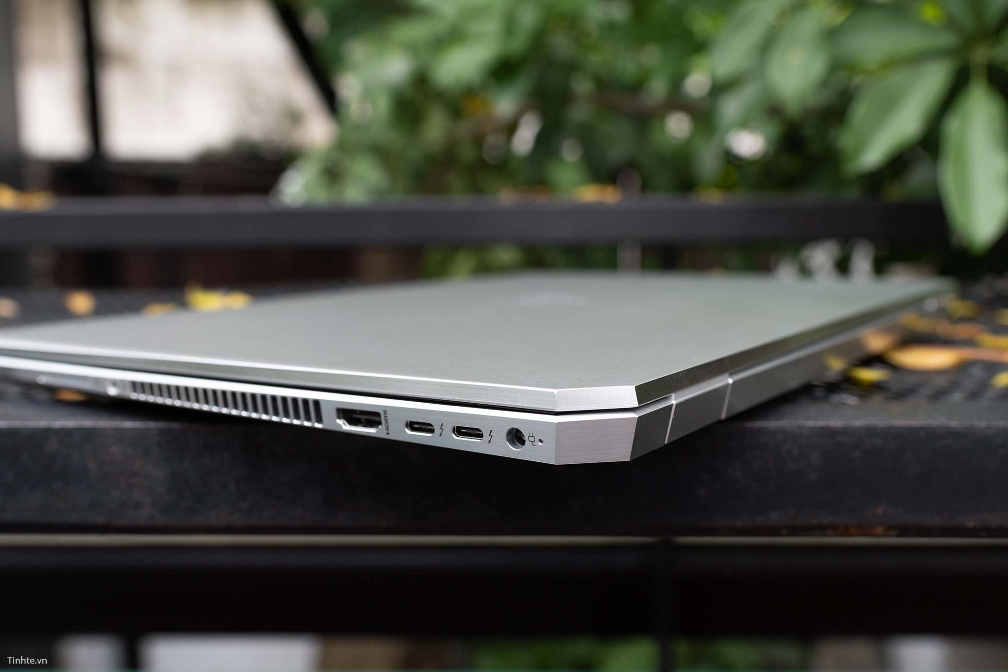 HP Elitebook 1050 G1 (10).jpg