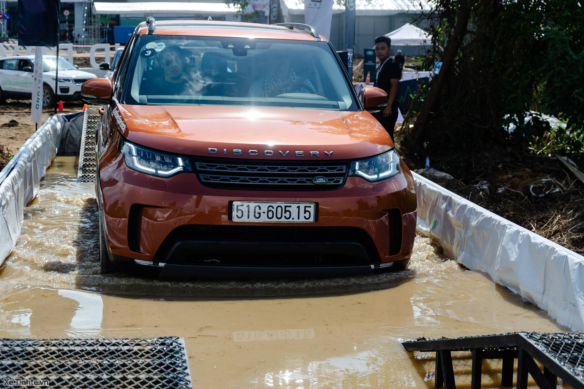 Land_Rover_Above_and_Beyond_Xe_Tinhte_014.jpg
