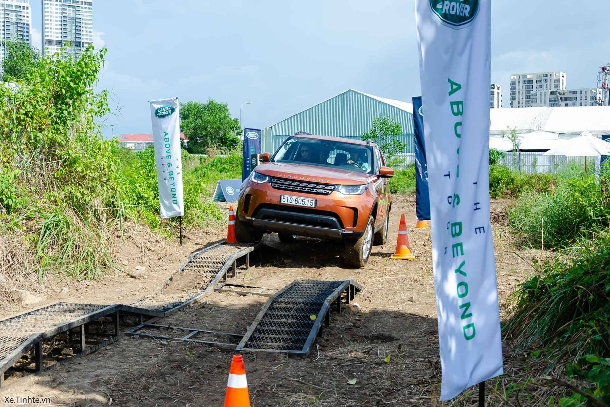 Land_Rover_Above_and_Beyond_Xe_Tinhte_017.jpg