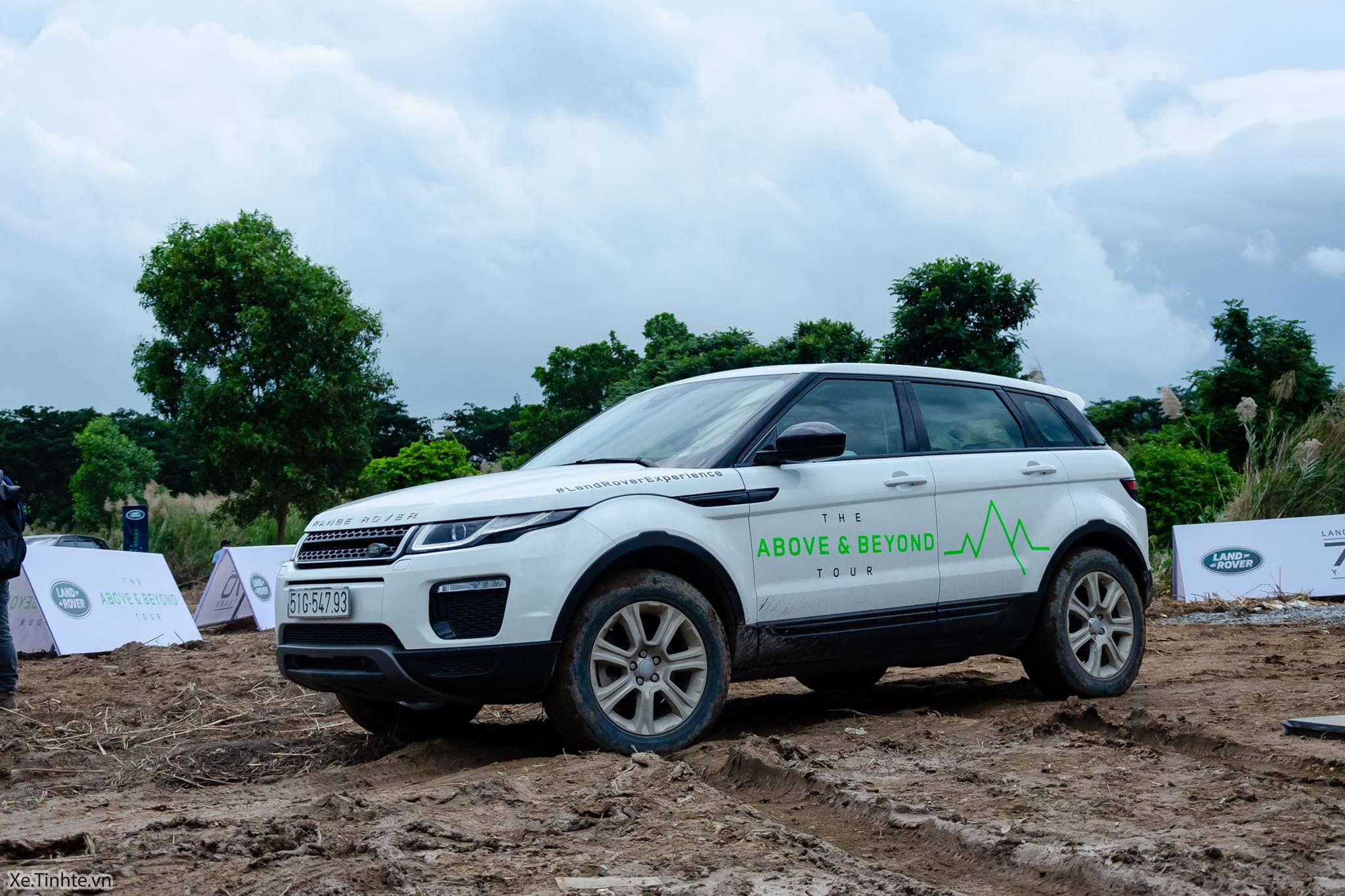 Land_Rover_Above_and_Beyond_Xe_Tinhte_037.jpg