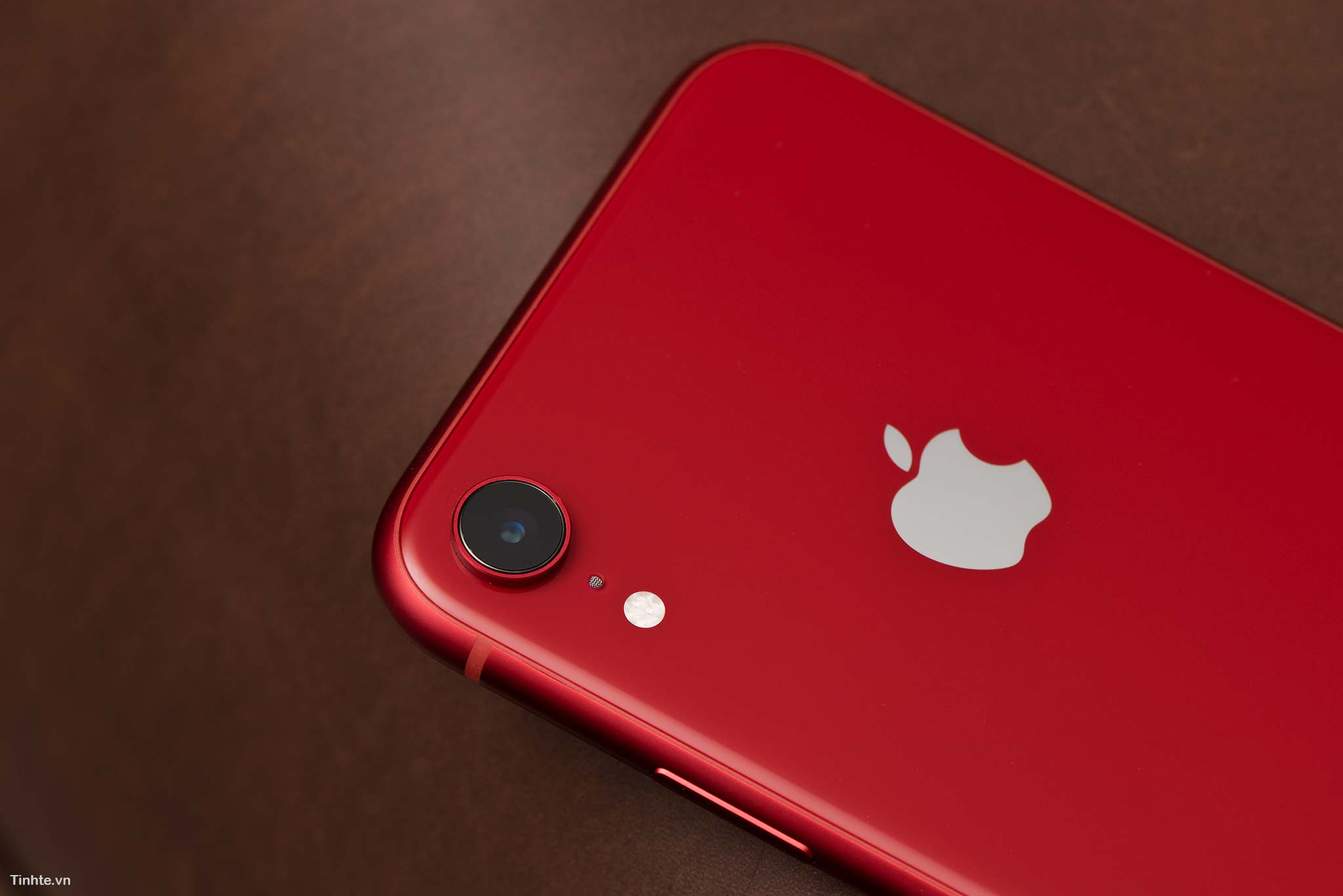 tinhte_tren_tay_iphone_xr_product_red_6.jpg