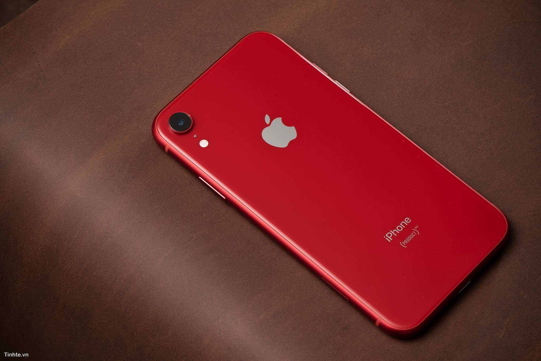 tinhte_tren_tay_iphone_xr_product_red_10.jpg