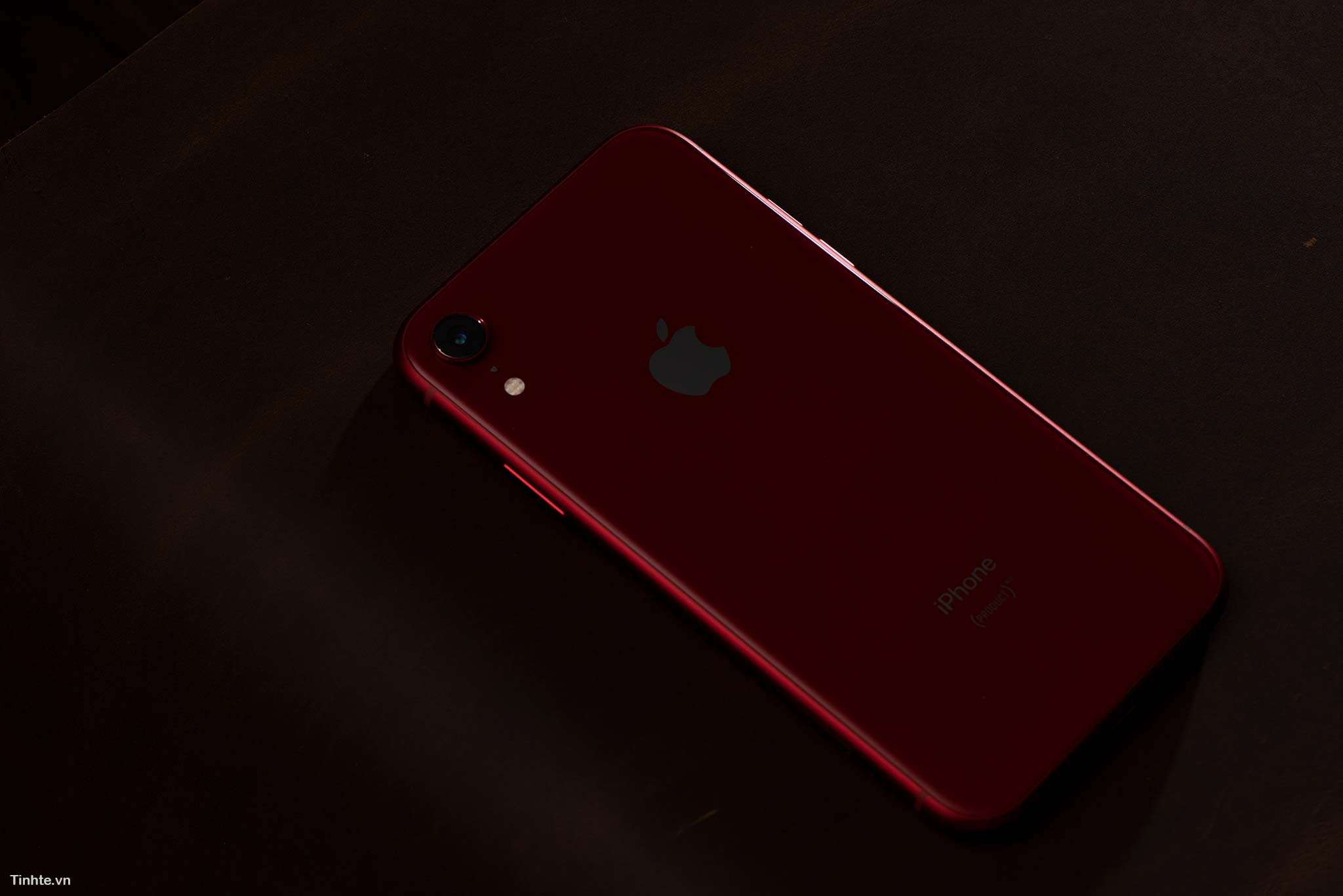 tinhte_tren_tay_iphone_xr_product_red_11.jpg