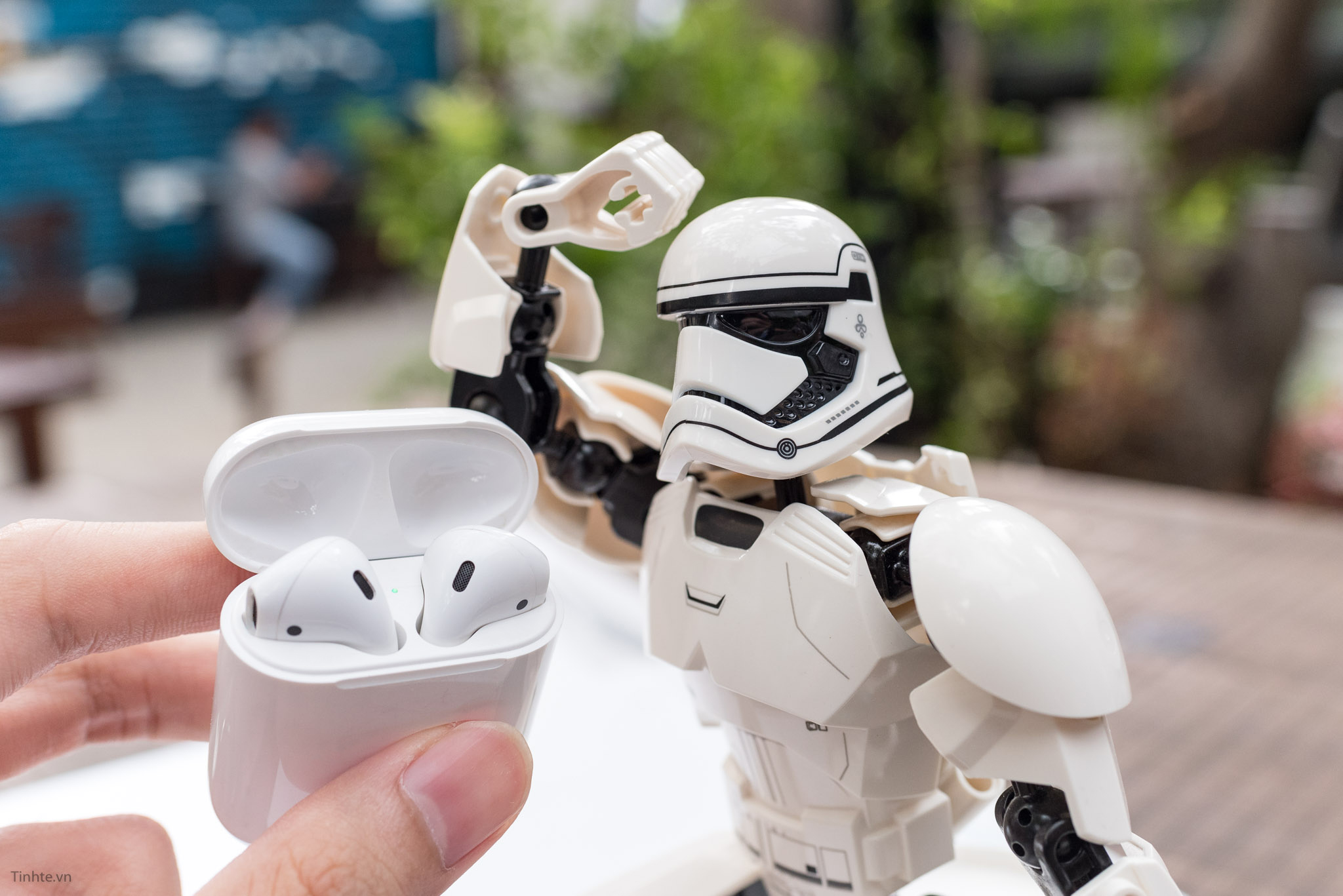 tinhte_airpods-stormtrooper-tinhte-1.jpg