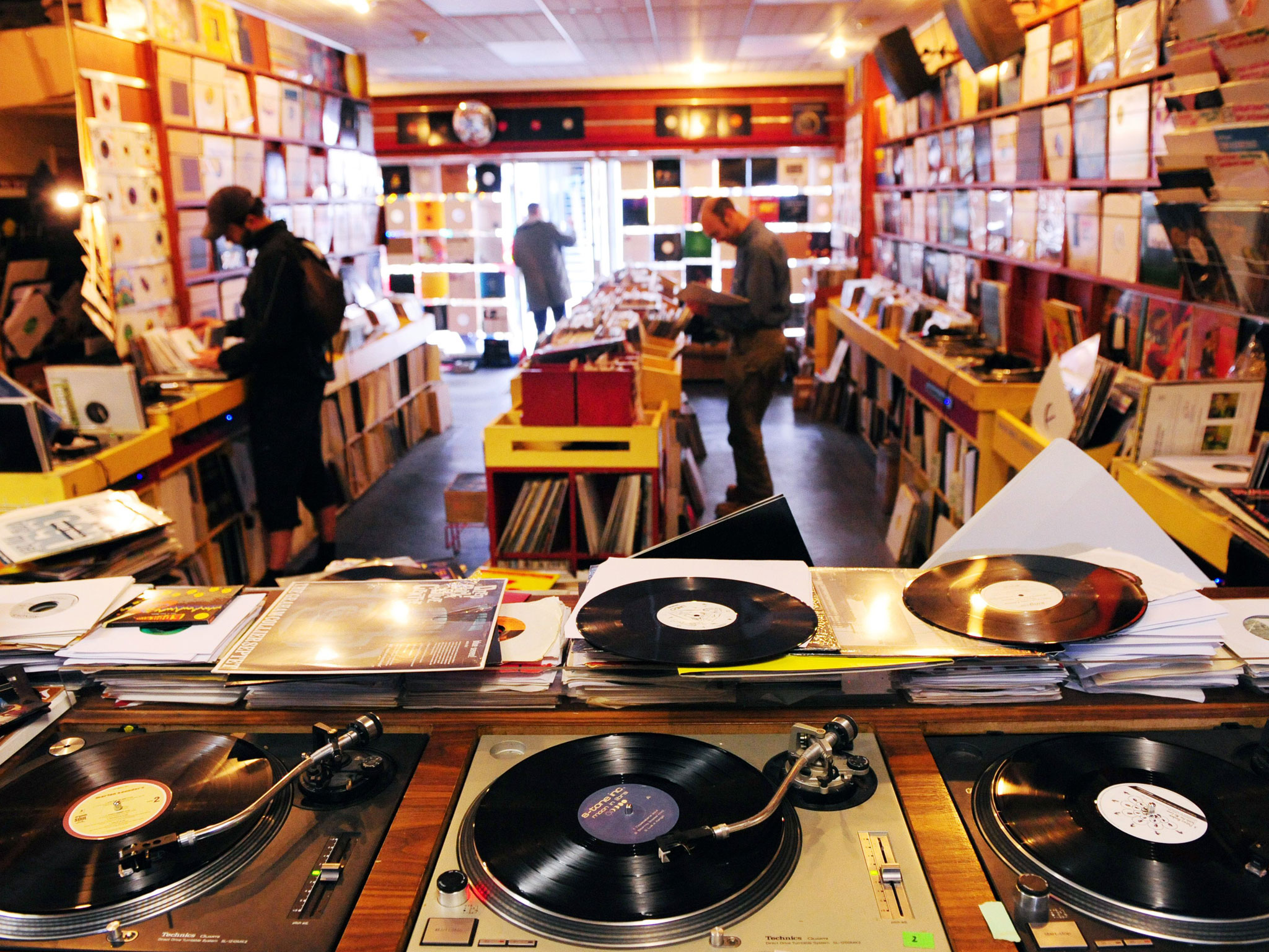 tinhte_record-store-day-vinyls.jpg