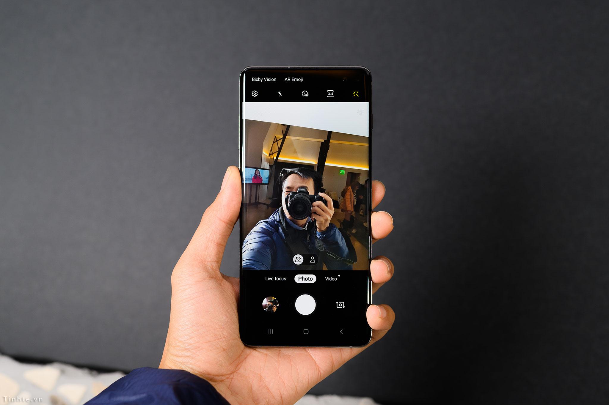 Samsung_Galaxy_S10+_tinhte_11.jpg