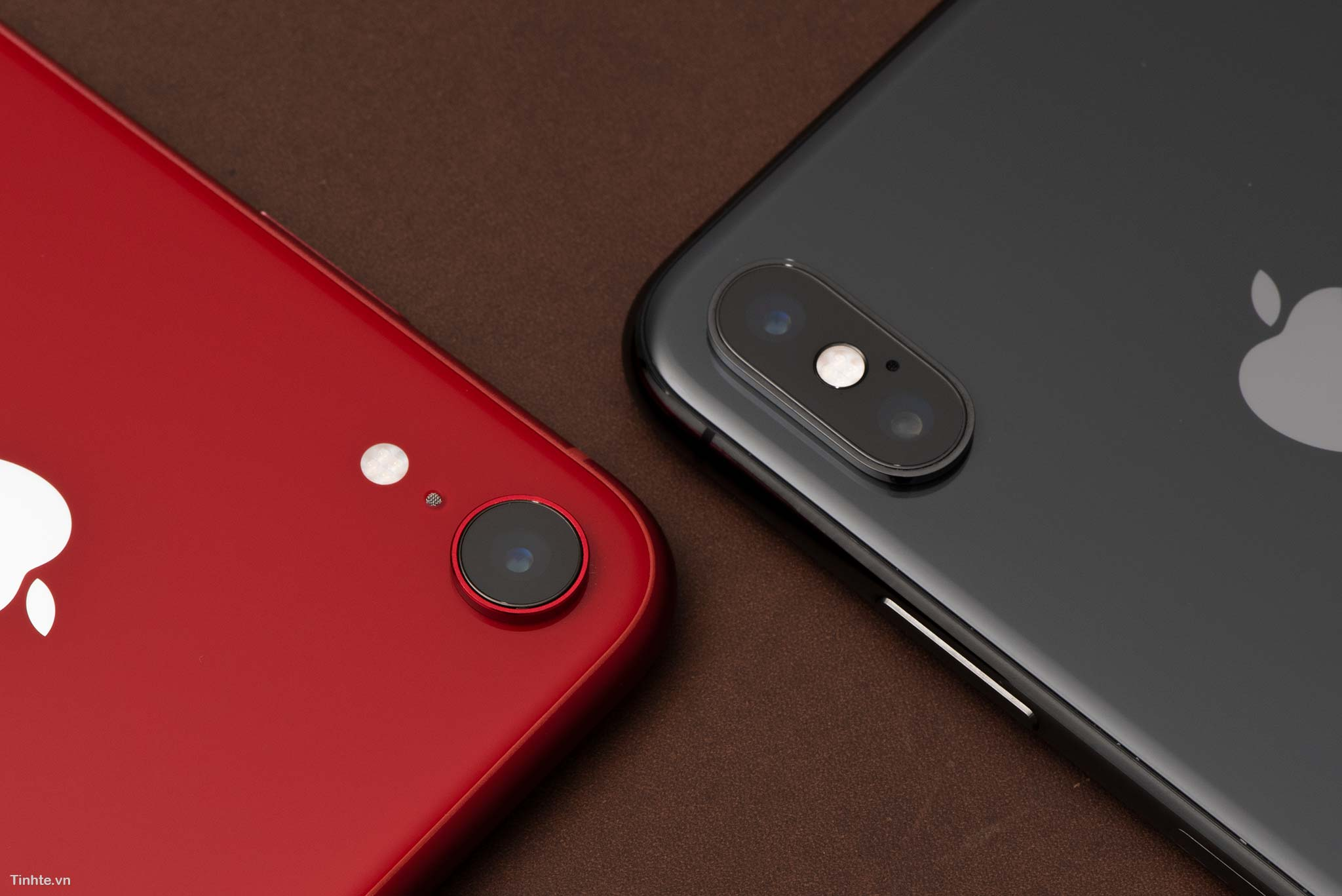 4713632_4463699_tinhte_tren_tay_iphone_xr_product_red_9.jpg