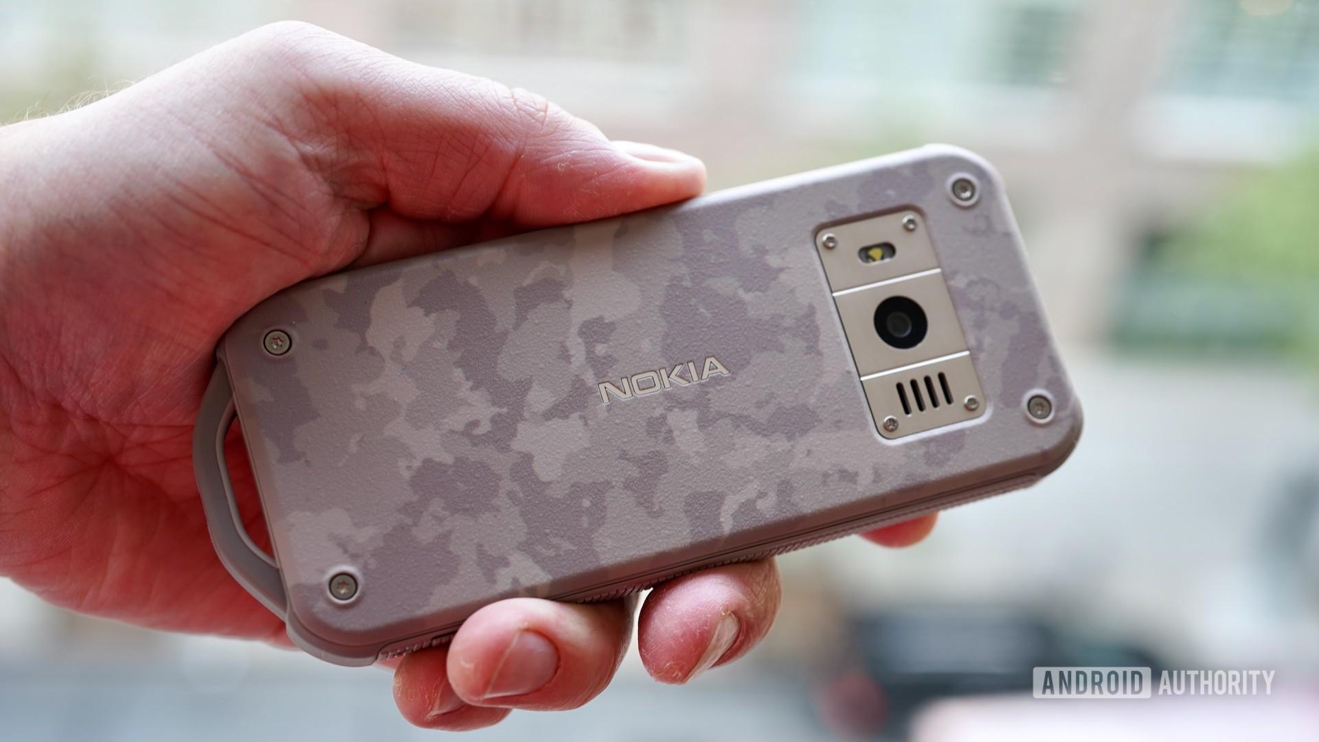 Nokia-800-Tough-camo-rear-in-hand.jpeg