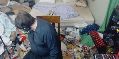 Chàng trai vàng trong làng ở bẩn dọn phòng sau 14 năm sống chung với rác