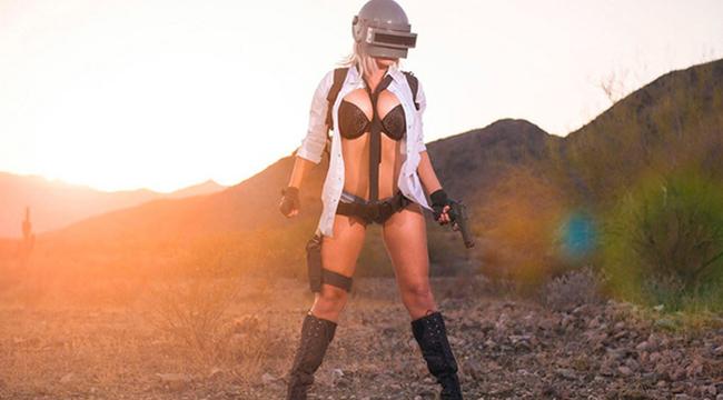 Bỏng mắt với cosplay PUBG Mobile đầy táo bạo và bốc lửa