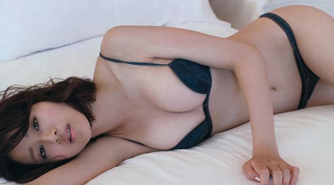 Ngắm nhìn vẻ đẹp mê hoặc của nữ hoàng áo tắm Nhật Bản Chinami Suzuki