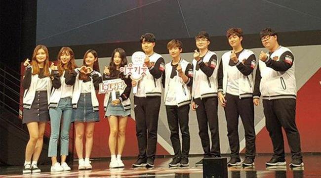 """Xinh đẹp tài năng, các nữ idol Kpop vẫn không tránh khỏi kiếp """"nghiện"""" game"""